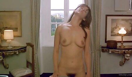 若い若いと壊れやすいassfuckedとともに巨大な巨大ディルド エロ ビデオ イケメン