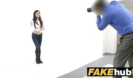 屈辱的な成熟した女性は、ベッドの上に癌を立って、後ろから黒人男性のコックを取っています av 無料 イケメン