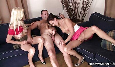 若いラティーナは、セックス鋳造で裸を剥ぎ取り、彼女の口の中でポルノエージェントの男根を取った エロ 動画 美男 美女