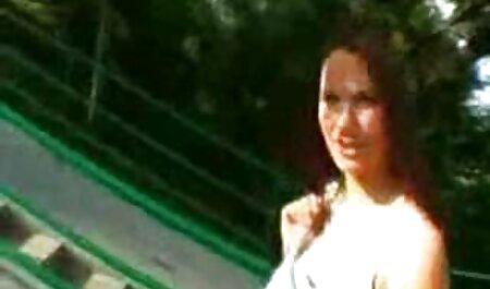 若いセクシーなブロンドは、巨乳と乳首を愛撫し、彼女のLにバイブを挿入します。 イケメン 高校生 エロ 動画