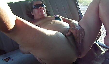 男のチンポをしゃぶり、目の前で脚を伸ばした有名な熟女 イケメン 彼氏 エロ 動画