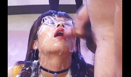 成熟した主婦は台所で脱衣し、彼女のL.と胸を示しました イケメン 高校生 エロ 動画
