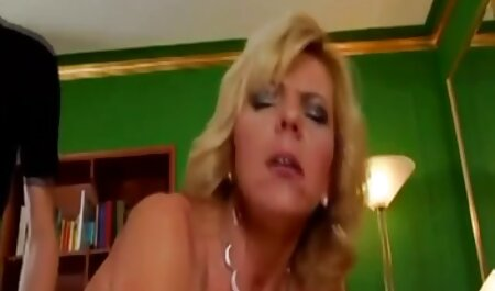 男性の群衆は喜んで彼女を性交する若いポルノモデルの提案に応えました クンニ イケメン 動画