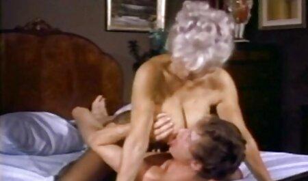 巨乳のホイットニーは、巨乳の間に押し込まれましたが、お尻を忘れないでください :) エッチ 無料 動画 イケメン