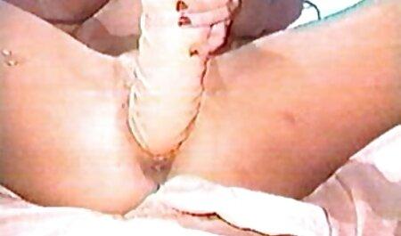 角質成熟pornstar引っ張っ彼女のパンティー脇と指自身 イケメン 熟女 動画