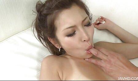 成熟した女性は、別の位置と喫煙で男をファックし、彼を愛しています エロ アニメ 動画 イケメン