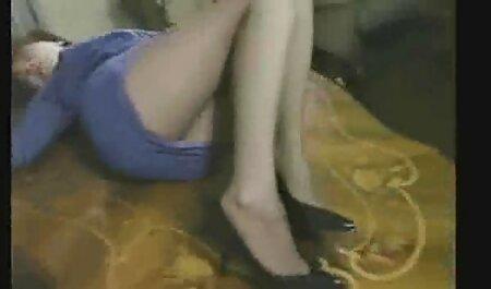 熟女はオフけいれん男をキャッチし、彼女のL.とお尻で彼のコックを取得します 痴漢 イケメン 動画