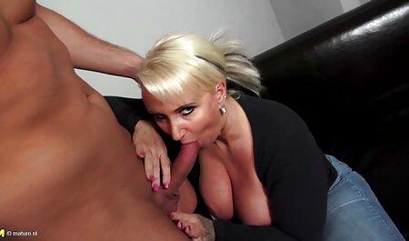 見知らぬ男のコックは、若いポルノモデルを通して穴を吸い込まれます av 無料 イケメン